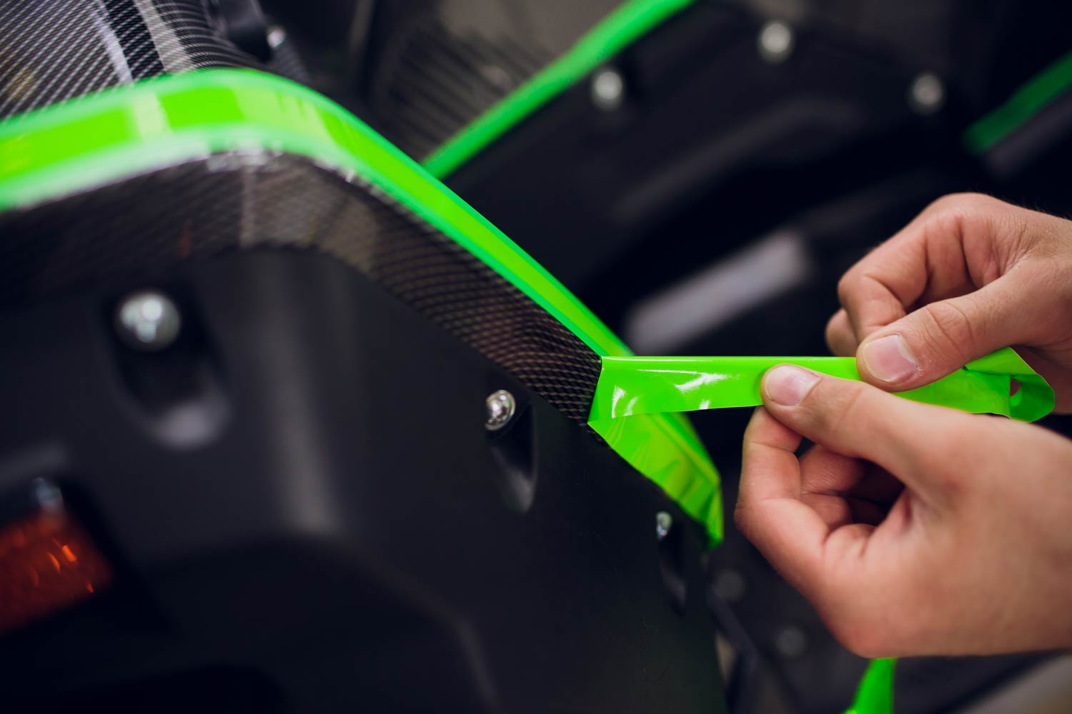 car-atv-wrapping-specialists-wrapping-vehicle-with-green-vinyl-film-foil